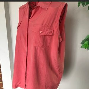 Anna and Frank Sleeveless Collared Button Down Top